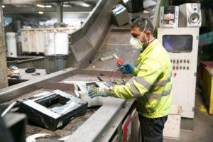 Traitement et dépollution des déchets d'équipements électriques et électroniques (DEEE)